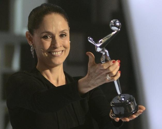 5.abr.2014 - Sonia Braga recebe o Prêmio Platino de Honra, na Cidade do Panamá