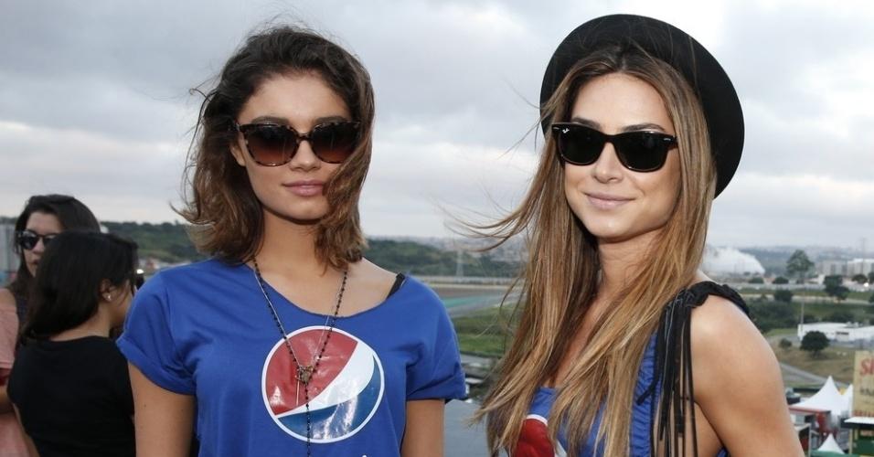 5.abr.2014 - Sophie Charlotte e Thaila Ayala no Lollapalooza 2014 no Autódromo de Interlagos, em São Paulo