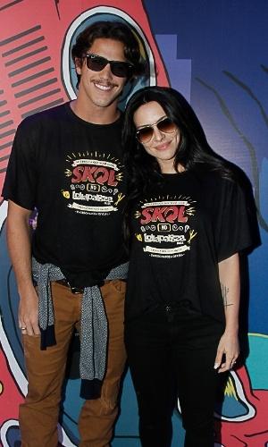 6.abr.2014 - O casal de atores Rômulo Arantes Neto e Cleo Pires confere o Lollapalooza 2014 no Autódromo de Interlagos, em São Paulo