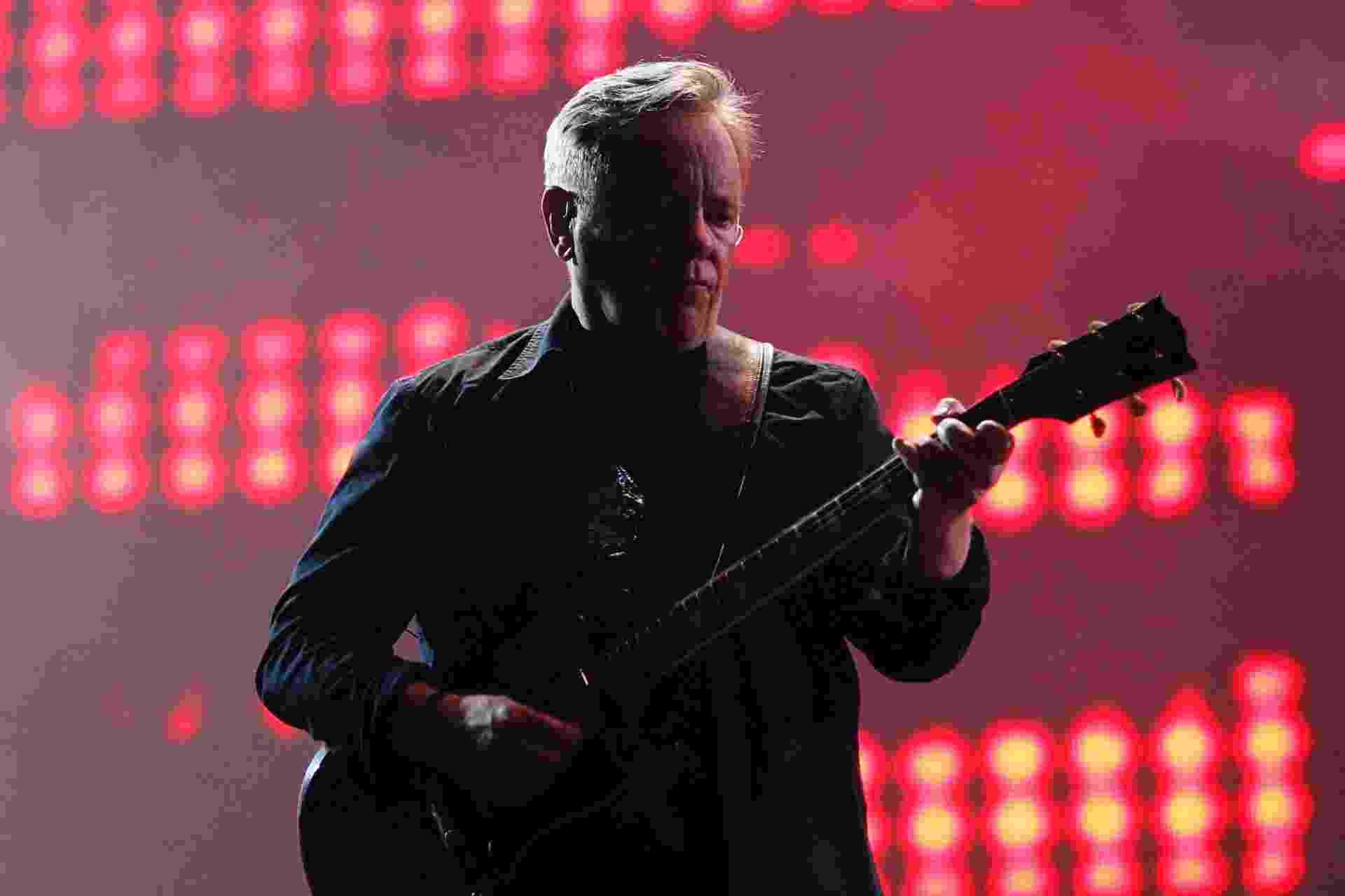 6.abr.2014 - O New Order se apresenta no segundo dia do Lollapalooza 2014 no Autódromo de Interlagos, em São Paulo - Reinaldo Canato/UOL