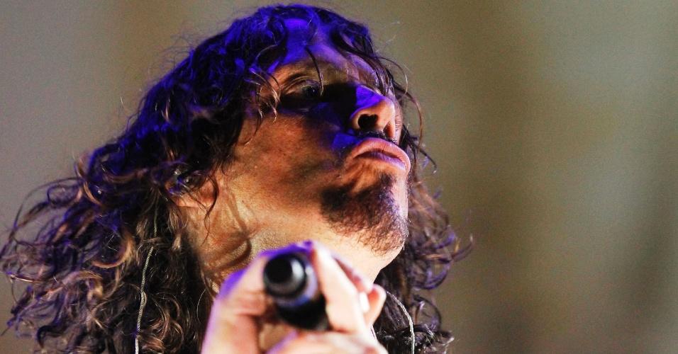 6.abr.2014 - O vocalista do Soundgarden, Chris Cornell, se apresenta no segundo dia do Lollapalooza 2014 no Autódromo de Interlagos, em São Paulo