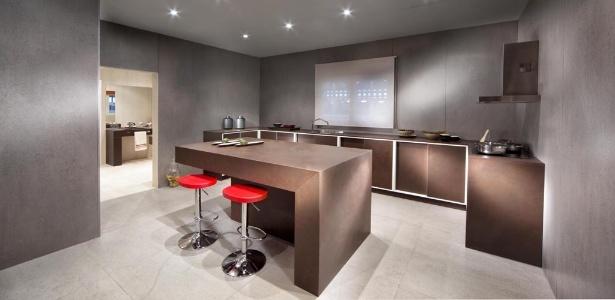 As superfícies ultracompacta e de quartzo do Grupo Cosentino estão na EuroCucina 2014. Com alta resistência a riscos e à abrasão, os materiais podem ser usados em pisos, painéis e bancadas - Divulgação