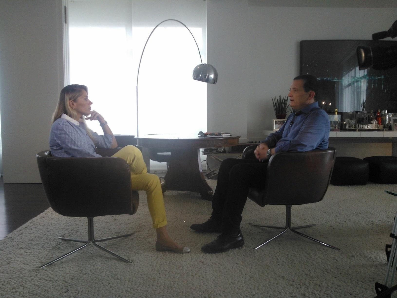 Roberto Cabrini entrevista Adriane Galisteu para o documentário