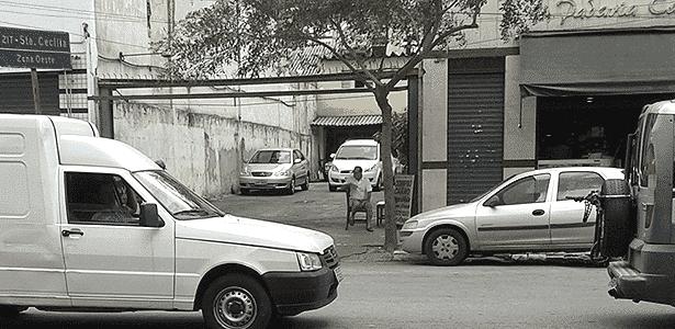"""Vendedor de carros na """"boca"""", centro de São Paulo - Leonardo Felix/UOL - Leonardo Felix/UOL"""