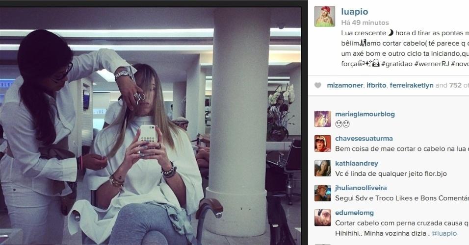 08.abr.2014- Com a lua crescente, Luana Piovani aproveita para cortar o cabelo: