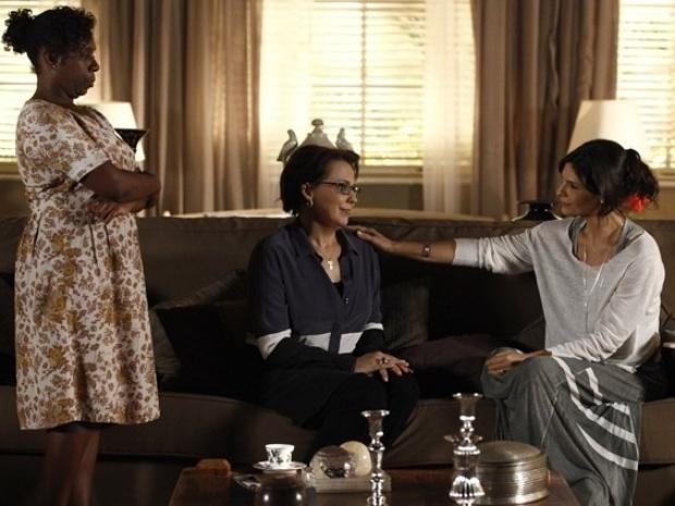 Selma perde o anel que Laerte deu a Verônica logo após prová-lo