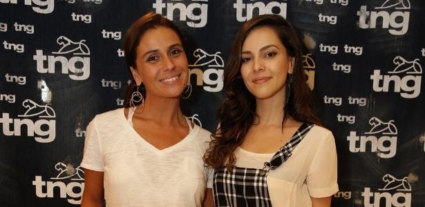 9.abr.2014 - Giovanna Antonelli e Tainá Mueller posam antes do desfile da TNG no Fashion Rio Verão 2015 - AgNews