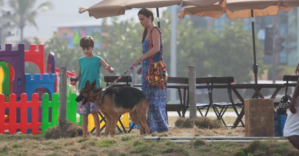 """9.abr.2014 - Giovanna Antonelli grava a novela """"Em Família"""" no Recreio dos Bandeirantes, Zona Oeste do Rio de Janeiro"""