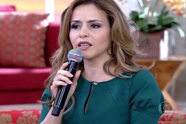 """9.abr.2014 - Leona Cavalli defendeu o hit """"Lepo Lepo"""" no programa """"Encontro com Fátima Bernardes"""": """"É uma provocação bem vinda, mas não queremos que isso seja o ideal"""""""