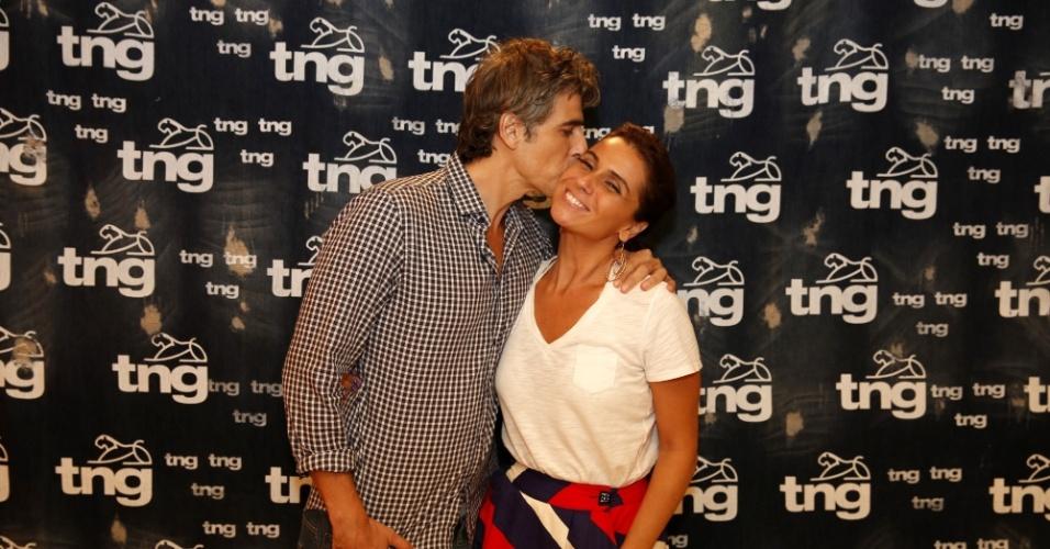 9.abr.2014 - Reynaldo Gianecchini e Giovanna Antonelli fizeram prova de roupa para o desfile da TNG que acontece nesta quinta (10), no Fashion Rio