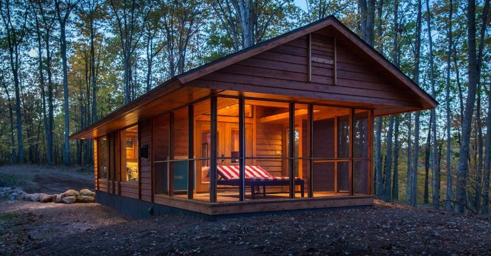 Construída basicamente de madeira, a casa de campo