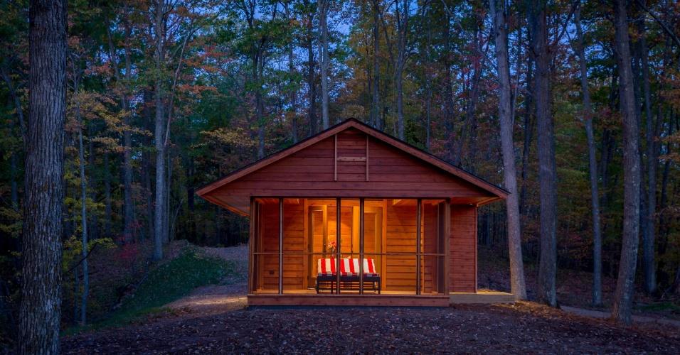 Edificada basicamente em madeira, a casa de campo