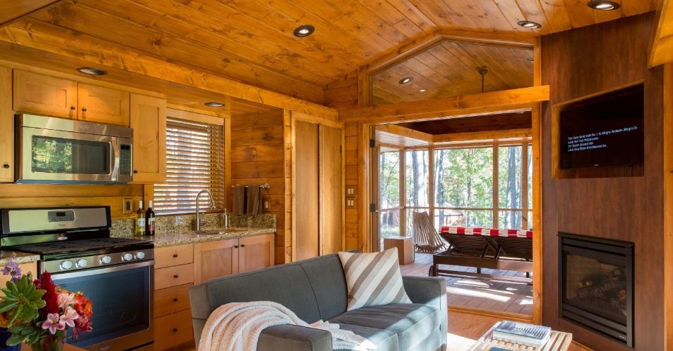 O living da casa de campo