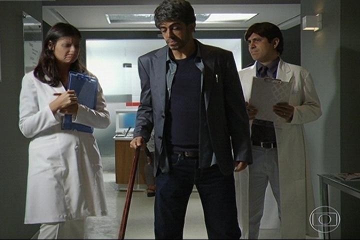 """11.abr.2014 - A série de sucesso """"Dr. House"""" se transformou em """"Dr. SUS"""""""