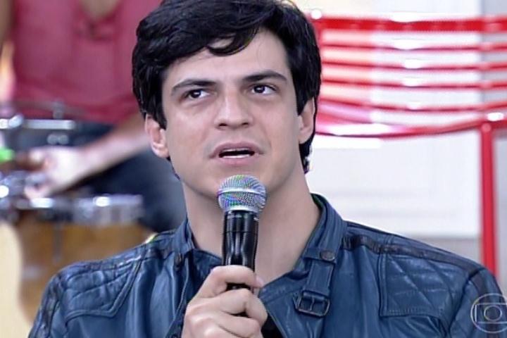 """11.abr.2014 - Mateus Solano diz que mulheres perseguem um padrão de beleza esquelético no """"Encontro com Fátima Bernardes"""""""