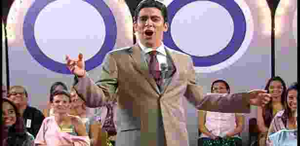 """Marcelo Adnet satiriza """"O Programa Sílvio Santos"""" com imitação do apresentador no """"Tá no Ar"""" - Reprodução/TV Globo"""
