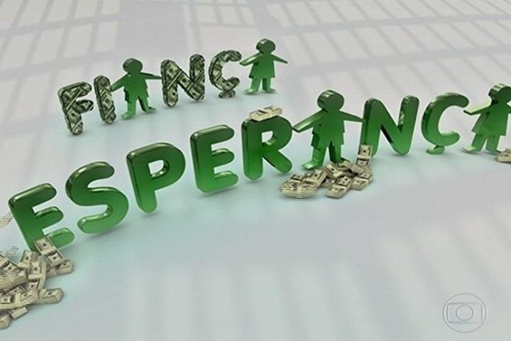 """11.abr.2014 - O Fiança Esperança, sátira do """"Criança Esperança"""", pediu dinheiro para libertar os políticos corruptos da cadeia"""
