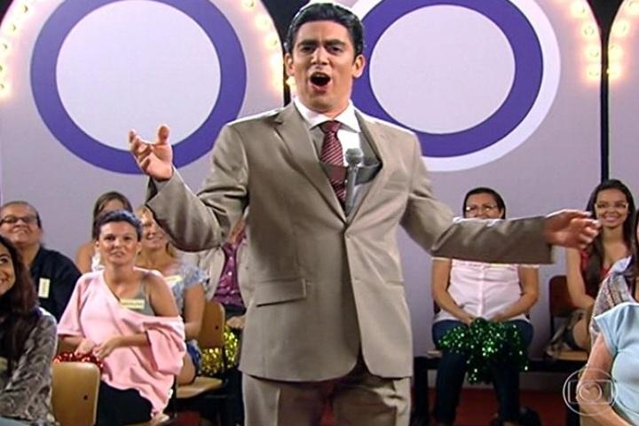Marcelo Adnet imitando Silvio Santos no Tá no Ar: A TV na TV, da Globo