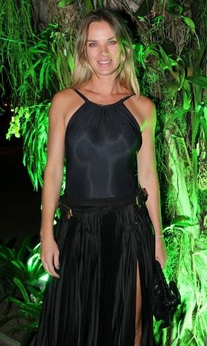 11.abr.2014 - Letícia Birkheuer confere festa em comemoração ao desfile da grife Lenny Niemeyer no Fashion Rio, em Ipanema, na zona sul do Rio de Janeiro
