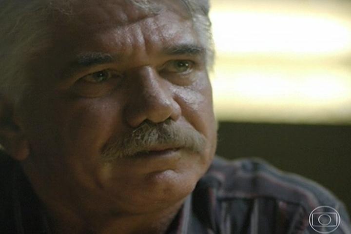 11.abr.2014 - Saulo, pai de André, confessa que foi ele quem armou para o filho ser preso por causa de dinheiro.