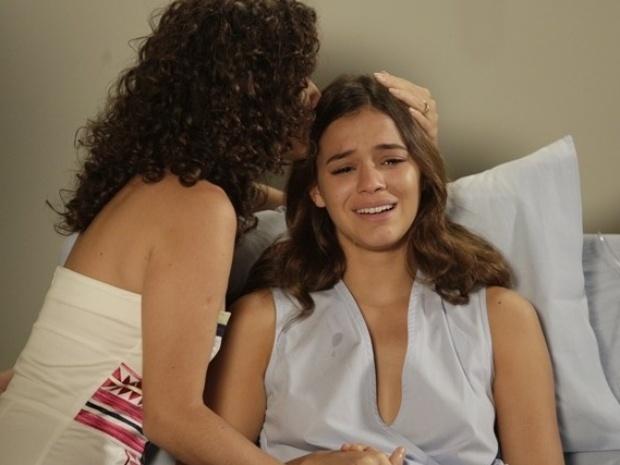 12.abr.2014 - Helena fica inconsolável quando descobre que não será mais mãe