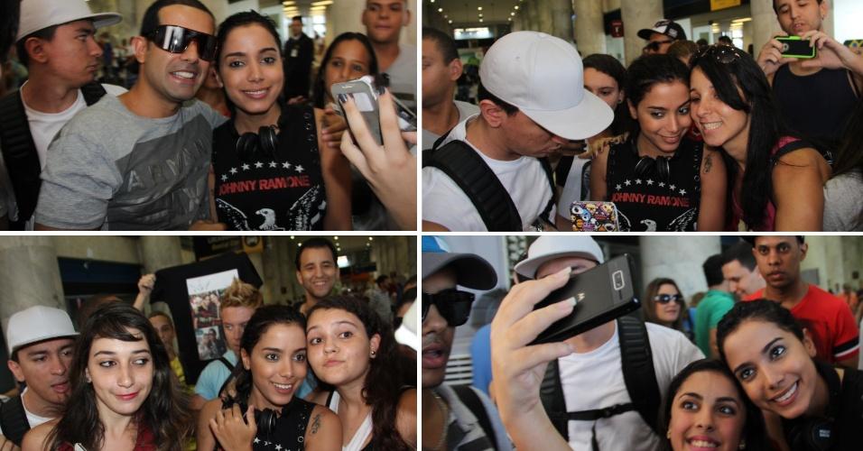 """12.abril.2014 - Anitta é assediada por fãs ao desembarcar no Rio. A cantora, autora do hit """"Show das Poderosas"""", causou o maior frisson ao desembarcar no Aeroporto Santos Dumont, na noite deste sábado (12). Simpática, a funkeira posou para fotos e distribuiu autógrafos antes de deixar o local"""