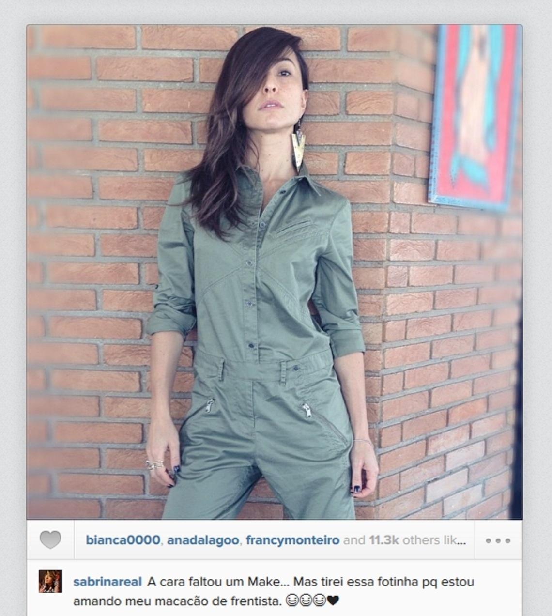 """12.abril.2014 - """"Faltou um Make"""", diz Sabrina Sato ao postar foto de cara lavada. Na tarde deste sábado (12), a apresentadora compartilhou uma imagem sua sem maquiagem em seu perfil oficial no Instagram. Segundo Sabrina, o motivo de publicar o clique com a aparência natural é para exibir o seu novo modelito"""