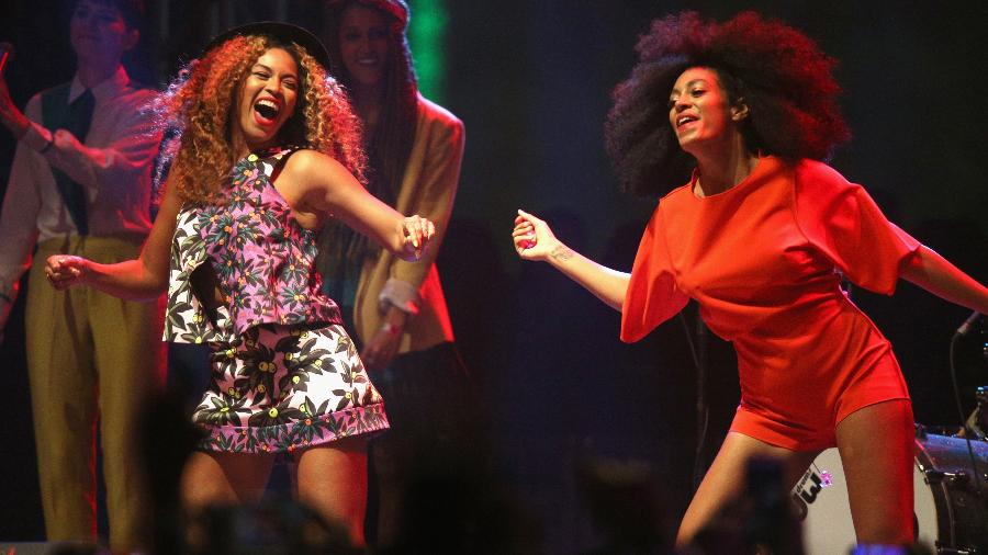Beyoncé (à esquerda) se apresenta no festival Coachella de 2014; grandes eventos ainda pecam na igualdade de gênero - Getty Images