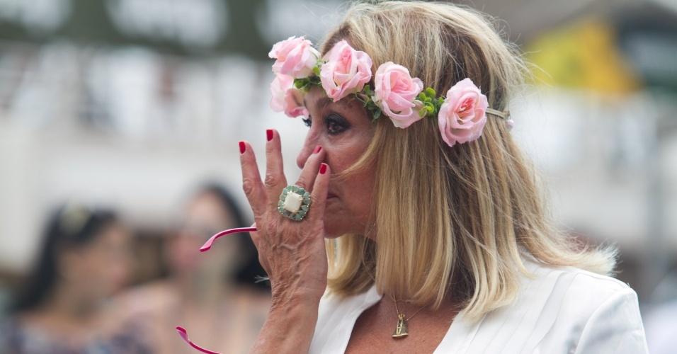 13.abr.2014 - 13.abr.2014 - A atriz Susana Vieira se emociona durante cerimônia de casamento do filho, Rodrigo, com Ketryn Goetten a bordo de um cruzeiro de música eletrônica