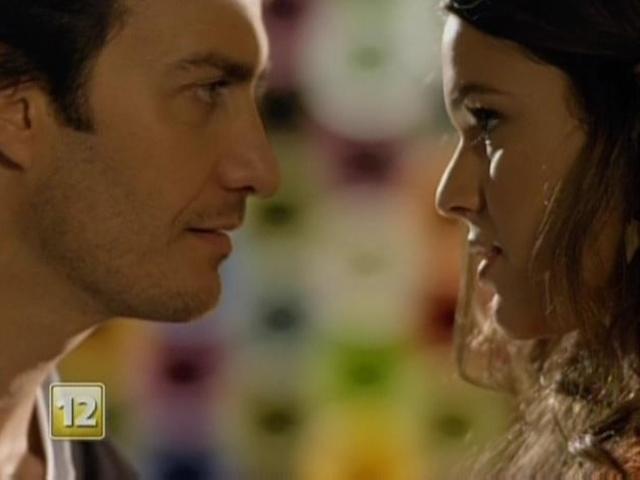 13.abril.2014 - Cena em que Luiza (Bruna Marquezine) irá beijar Laerte (Gabriel Braga Nunes) em