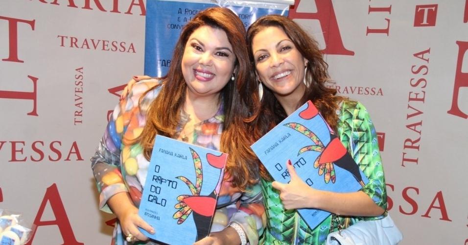 """13.abril.2014 - Fabiana Karla recebe a best-seller Thalita Rebouças no lançamento do seu livro no Rio. Na noite deste domingo (13), a atriz, que interpretou a Perséfone em """"Amor à Vida"""", lançou a obra infantil """"O Rapto do Galo"""", na Livraria Saraiva, no Leblon"""