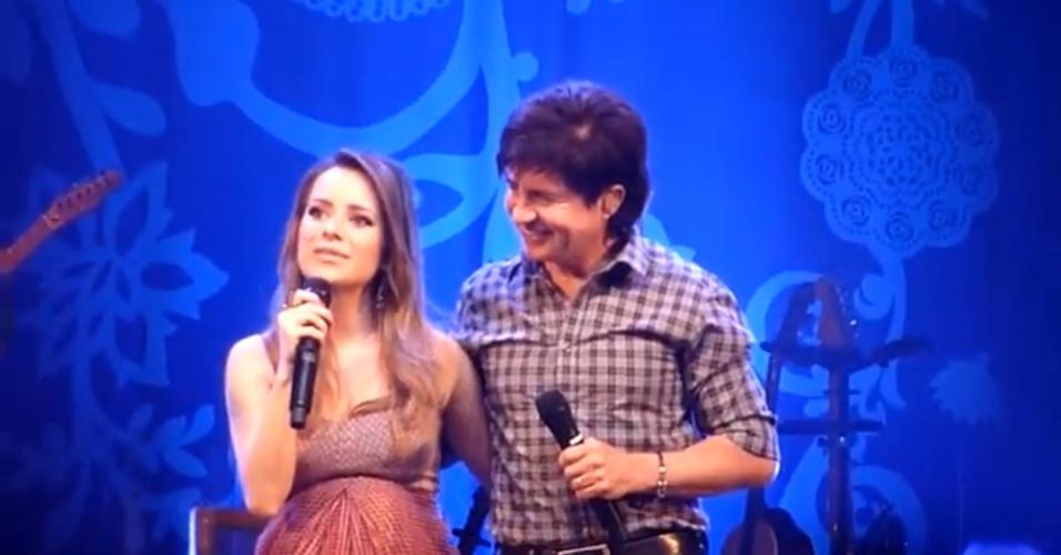 12.abril.2014 - Pai coruja, Xororó também participou do show de Sandy em Paulínia, interior de São Paulo