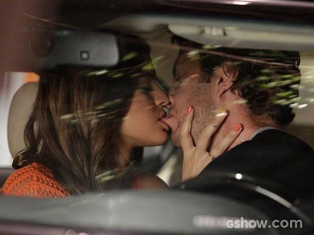 Laerte fica sem ação com o beijo de Luiza