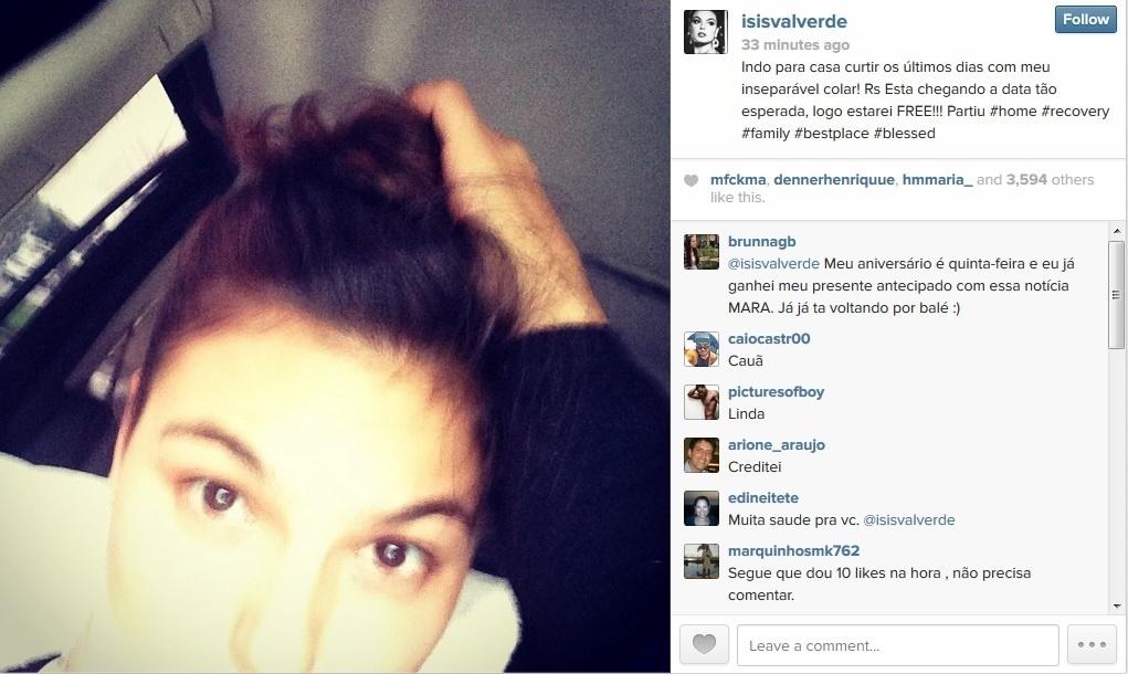 15.abr.2014 - Isis Valverde anuncia que vai tirar colar cervical