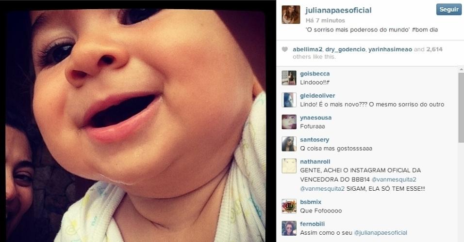 15.abr.2014 - Juliana Paes mostrou um clique fofo do caçula, Antonio, que tem quase nove meses.