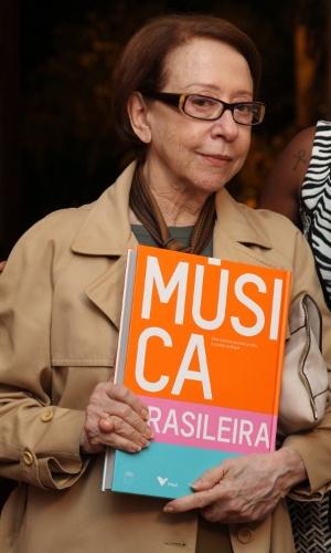 15.abr.2014- Fernanda Montenegro prestigia lançamento do livro