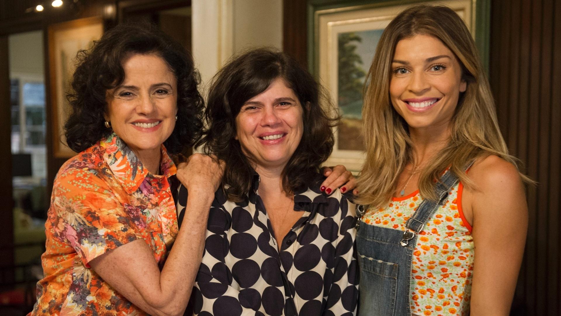 17.mar.2014 - Marieta Severo, a diretora Olívia Guimarães e Grazi Massafera nos bastidores de