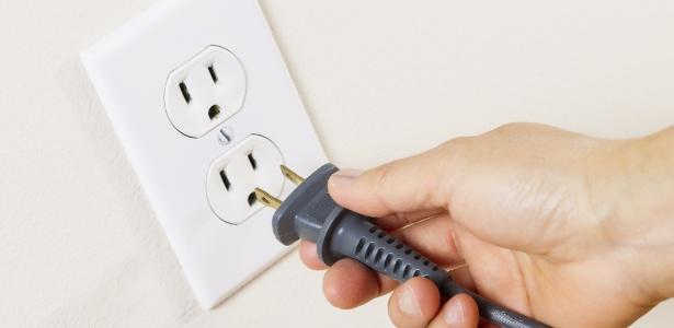 A sobrecarga da tomada pode causar aquecimento e desgaste dos fios, choques elétricos e curtos-circuitos - Getty Images