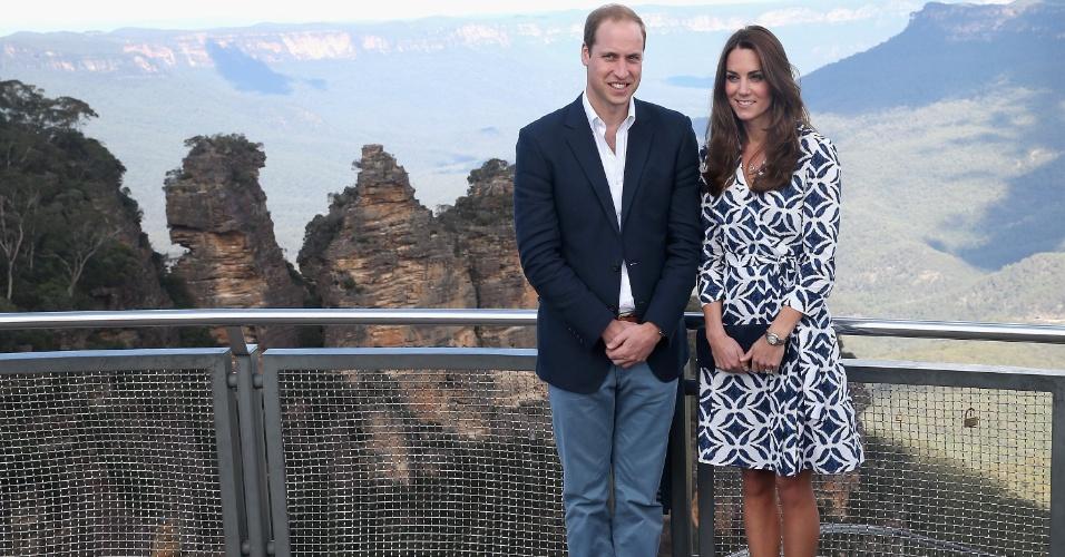 17.abr.2014 - Príncipe William e Kate Middleton posam para foto com