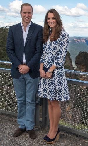 17.abr.2014 - Príncipe William e Kate Middleton posam para foto em Katoomba, Australia. O casal real está na terceira semana do tour pela Austrália e Nova Zeldândia, na primeira viagem internacional com o filho, o príncipe George