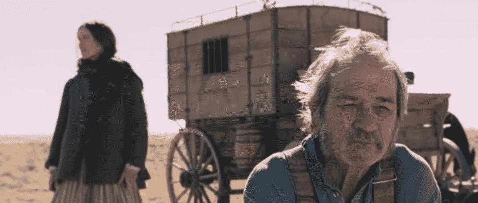 """Hilary Swank e Tommy Lee Jones em cena de """"The Homesman"""" - Reprodução"""