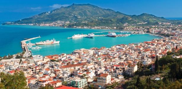 Ilhas gregas atraem turistas que ficam receosos de viajar a países como Turquia e França