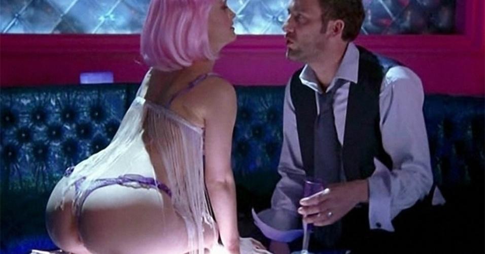 Natalie Portman foi a stripper Alice em Closer - Perto Demais (2004). Na imagem, a atriz contracena com Clive Owen