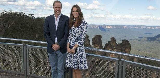 Príncipe William e Kate Middleton com o vestido Diane Von Furstenberg que se esgotou em poucos minutos - Getty Images