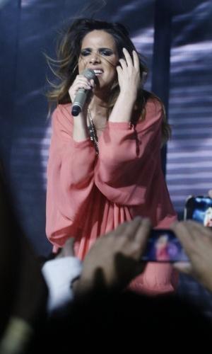 17.abr.2014 - Grávida de seis meses, Wanessa dança e canta em seu show da turnê