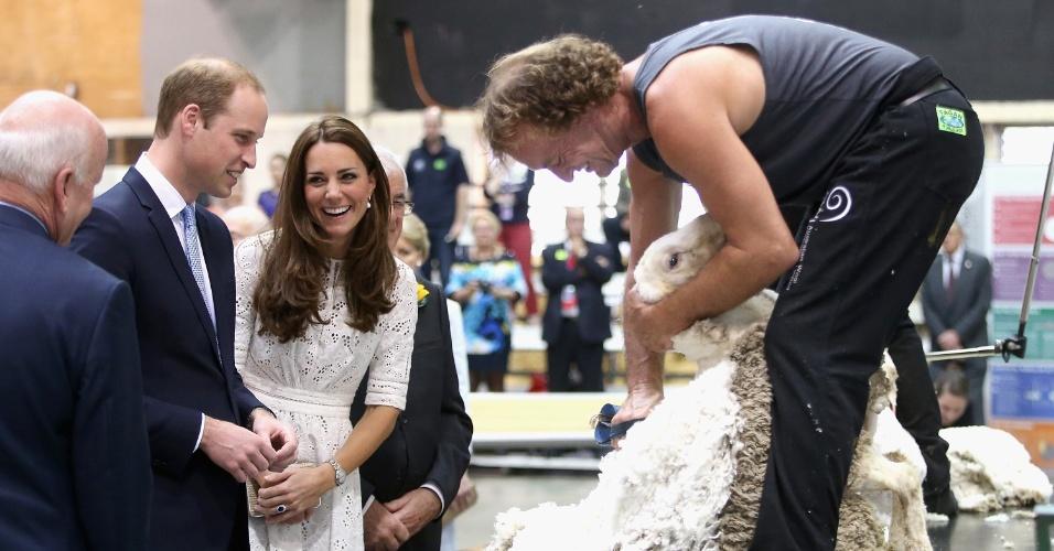 17.abr.2014 - Kate Middleton e Príncipe William acompanham Sydney Royal Easter Show, feira agrícola tradicional da Austrália. O casal real está na terceira semana do tour pela Austrália e Nova Zeldândia, na primeira viagem internacional com o filho, o príncipe George
