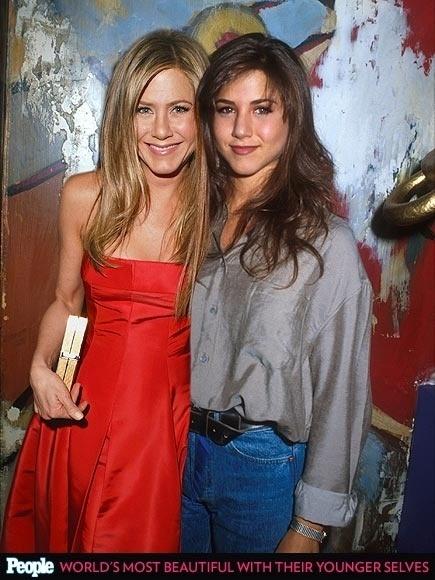 """18.abr.2013 - A revista americana """"People"""" criou um """"reencontro"""" das celebridas com suas versões mais jovens. Na foto, Jennifer Aniston em 2013, aos 44 anos, e em 1990, aos 21"""