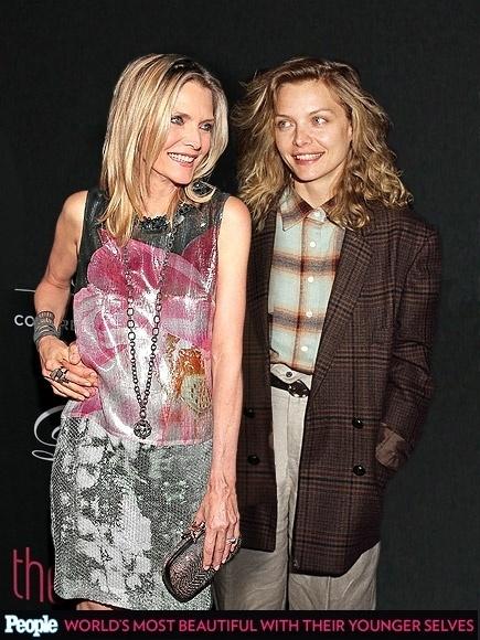 """18.abr.2013 - A revista americana """"People"""" criou um """"reencontro"""" das celebridas com suas versões mais jovens. Na foto, Michelle Pfeiffer em 2012, aos 53 anos, e em 1986, aos 28"""