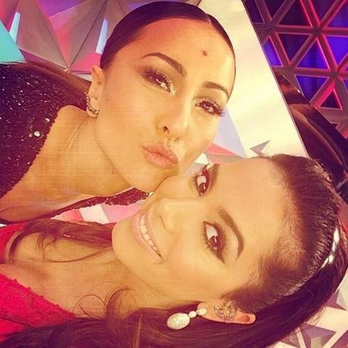 21.abr.2014 - Anitta postou em seu Instagram uma foto ao lado de Sabrina Satto. A cantora contou que participou das gravações do primeiro programa da apresentadora