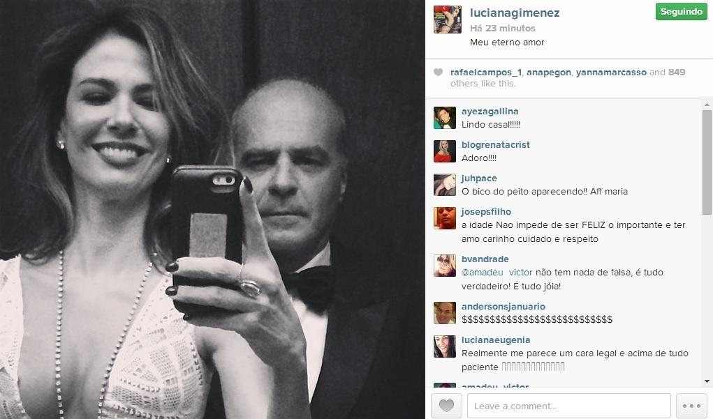 21.abr.2014 - Luciana Gimenez fez uma declaração romântica ao marido, Marcelo de Carvalho, em sua conta do Instagram. Vestido em traje de gala, o casal aparece em uma foto selfie em P&B.